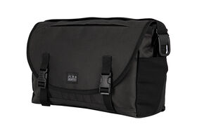 Brompton Metro Messenger Bag Medium in Black